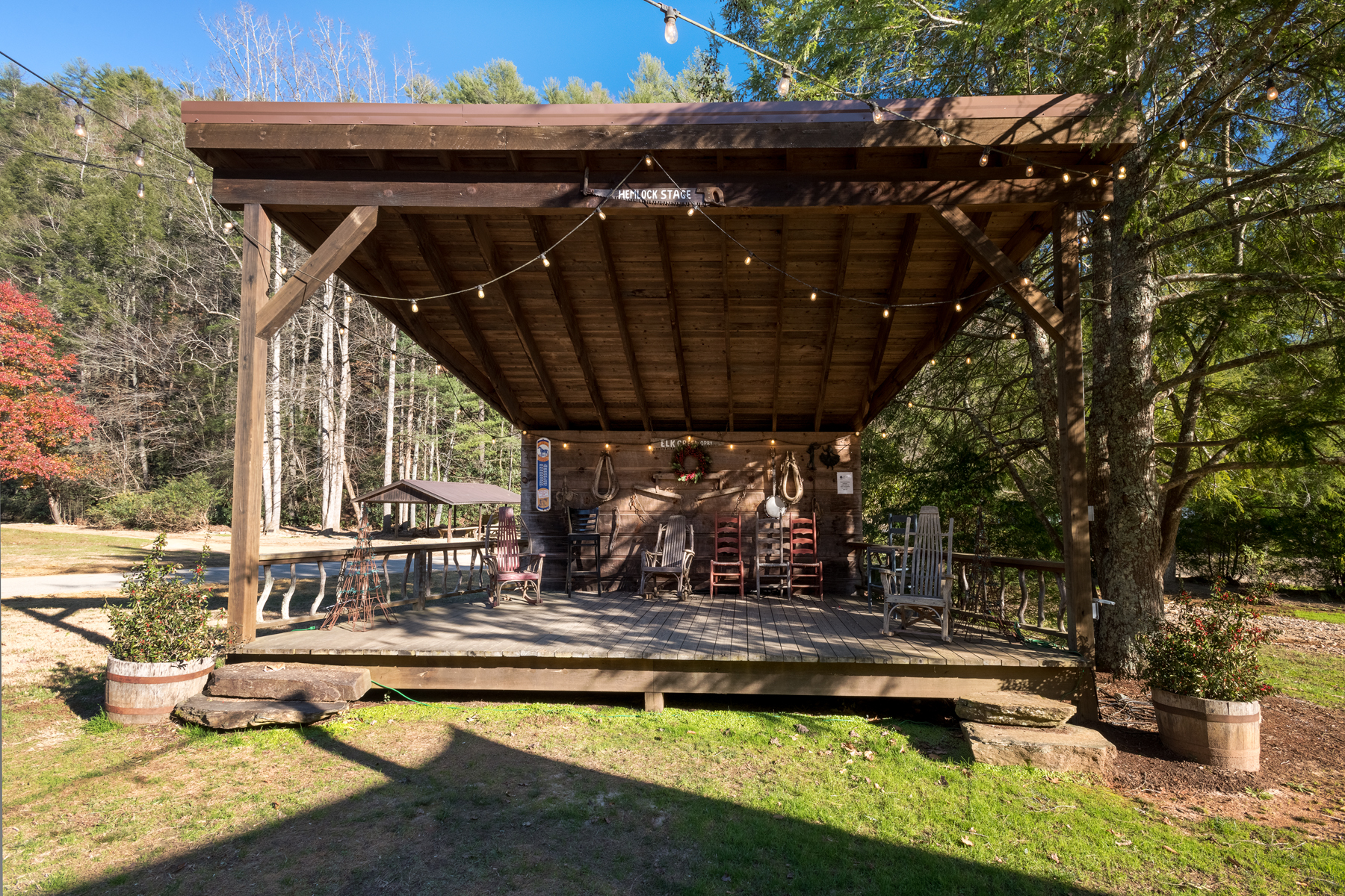 Leatherwood Mountains Stage for live entertainment!